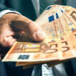 Euro variaza putin. Cat costa azi