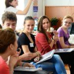 Elevii și studenții ar putea revini la cursuri în 15 mai