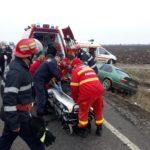 Elevi implicați într-un accident. S-au izbit cu mașina de un podeț