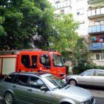 Panica într-un bloc din Satu Mare ! Iese fum din apartament (Foto)