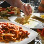 In ce conditii se vor putea redeschide la interior restaurantele și cafenelele