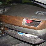 Prins cu tigari de contrabanda in masina