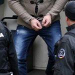 Tanar condamnat pentru furt, retinut la granita