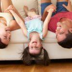 Părinții ar putea primi zile libere plătite pentru a sta cu copiii