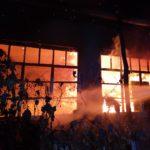 Pericol de explozie ! Casa distrusa de flăcări ! (Foto)