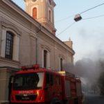 Nori de fum în centrul municipiului Satu Mare. Arde Biserica cu lanturi (Foto)