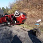 Accident cu trei răniți. Mașină cu rotile în sus (Foto)