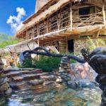 Cabana ca în desenele cu Flinstone. E în Muntii Apuseni (Fotogalerie)