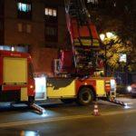 Panica la bloc ! Pompierii salveaza un batran (Foto)