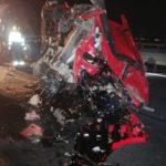 Accident cu un TIR, o autocisternă și un autoturism. Sunt scurgeri de bitum fierbinte (Fotogalerie)