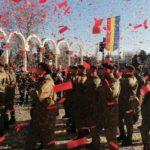 Impresionant ! Mii de confetti tricolore lansate pe cerul municipiului Alba Iulia (Foto)
