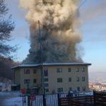 Incendiu la bloc. Acoperisul si mai multe apartamente distruse (Foto&video)
