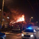 Incendiu devastator ! Cladirea arde ca o torta ! (Foto)