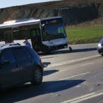 Carambol. Accident intre un autobuz si doua masini (Foto)