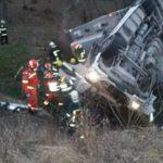 Accident mortal. Un camion s-a rasturnat (Fotogalerie)