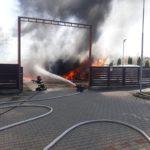 Incendiu la benzinarie. Pericol de explozie (Foto)
