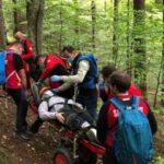 Turist accidentat, preluat de salvamontiști (Foto)