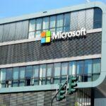 Microsoft trece pe on-line. Isi închide magazinele