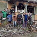 Preotii fac donatii bani pentru reconstructia casei din Cuta, distrusa de foc
