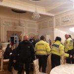 Nunta sparta de politisti